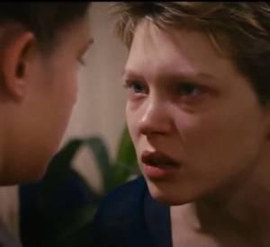 Dans cette bande-annonce, on suit la vie de deux adolescentes qui se découvrent.