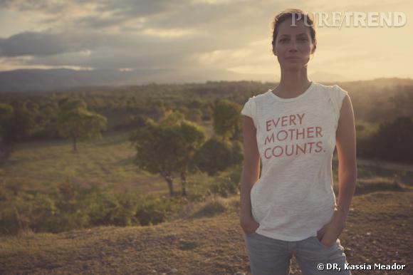 """Christy Turlington Burns, toujours aussi engagée contre la mortalité des femmes enceintes pour """"Just like you"""" de Citizens of Humanity."""