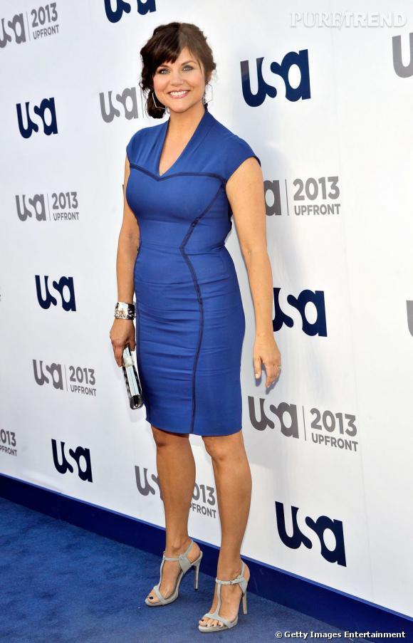 Tiffani Thiessen est électrisante moulée dans cette robe bleu électrique.