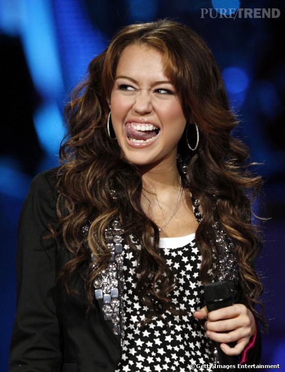 Miley Cyrus participe au show de l'émission Idol Gives Back, le 6 avril 2008.