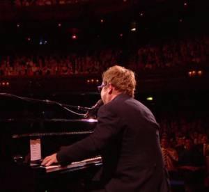 Elton John recoit le tout premier Brits Icon Award a Londres