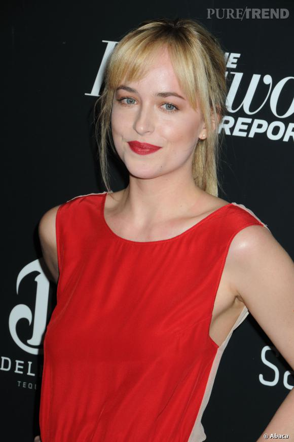 Dakota Johnson affectionne le rouge !