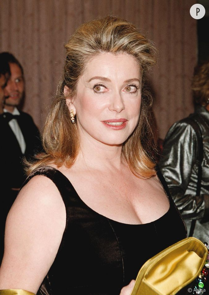 catherine deneuve aussi adepte de la demi queue de cheval. Black Bedroom Furniture Sets. Home Design Ideas