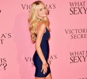 La blonde n'a pas les même préoccupations que tout le monde. Elle chercher à grossir pour être au top.