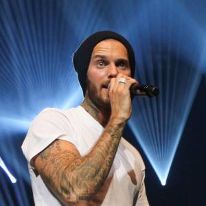 Matt Pokora, un chanteur à la voix de Winnie L'Ourson selon Laurent Gerra.