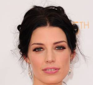 "Jessica Pare de ""Mad Men"" porte des boucles d'oreilles en diamants FD Gallery Jewelry."