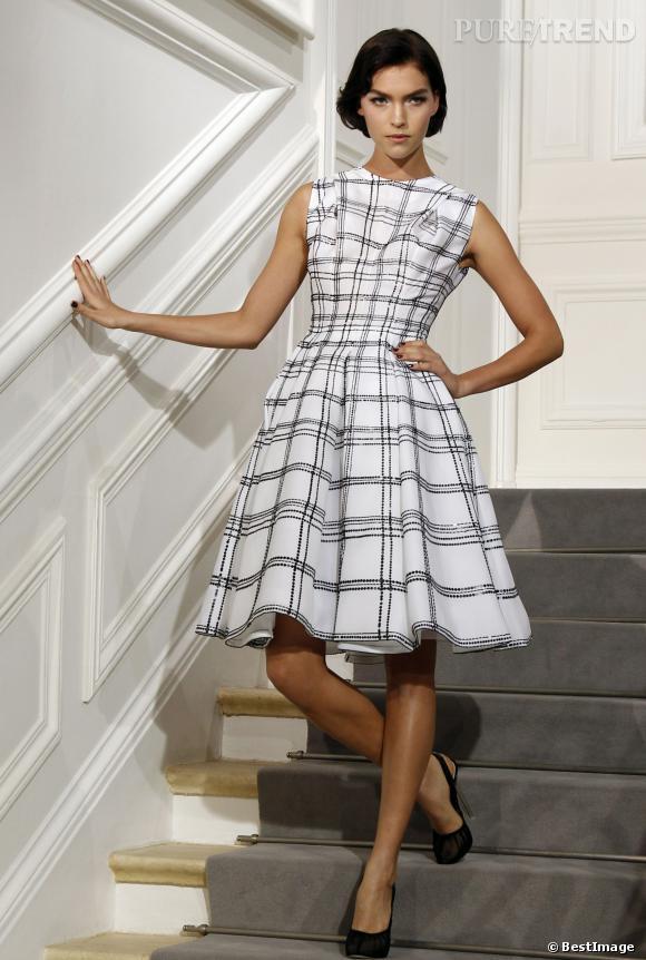 Arizona Muse est la reine des podiums. Ici elle pose lors d'un défilé Christian Dior.