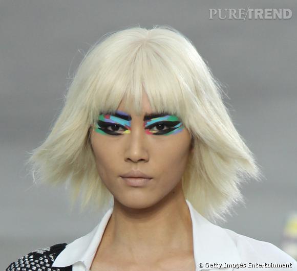 Chanel transforme la paupière en tableau sur son défilé printemps-été 2014.