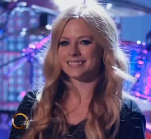 Voilà la fameuse vidéo incriminante, dans laquelle Avril Lavigne porte un t-shirt large.