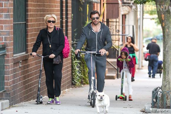 Hugh Jackman et sa famille dans les rues de New York le 2 octobre 2013.