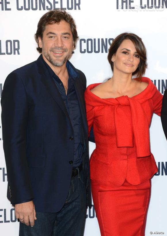 A ses côtés Javier Bardem, son mari.
