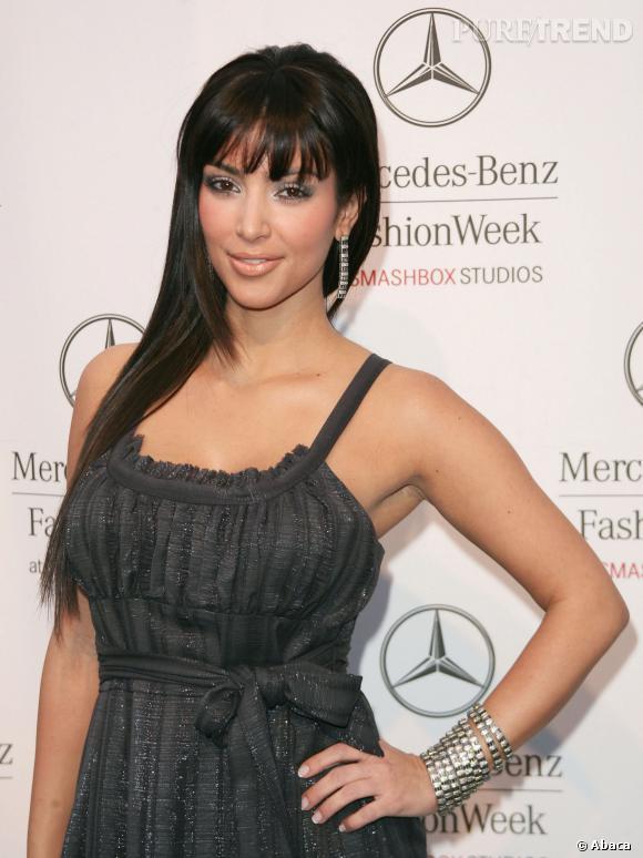 Kim Kardashian tente la frange en 2007, toujours. Ce n'est pas mal.