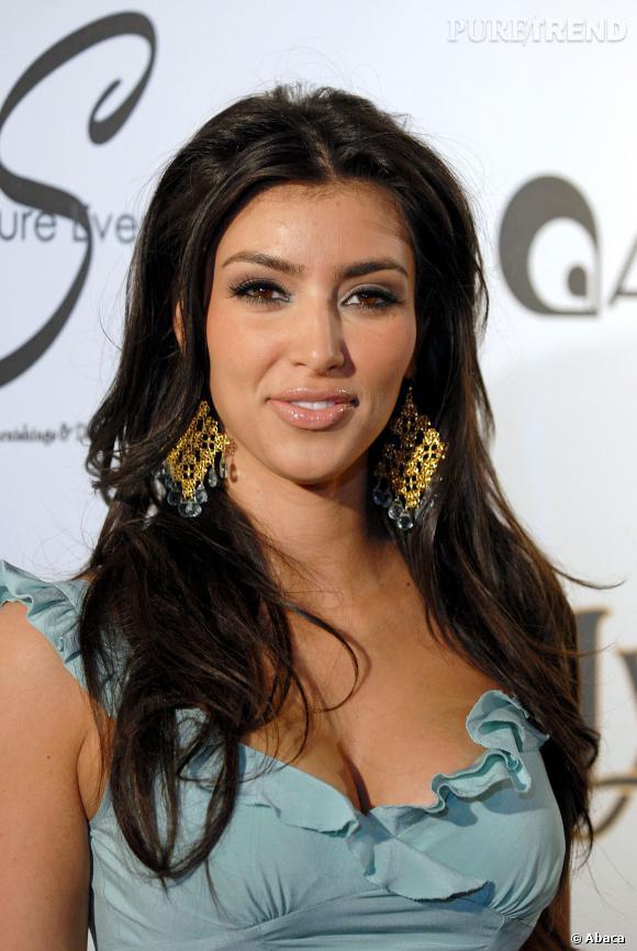 Kim Kardashian a une manière de se maquiller bien à elle.