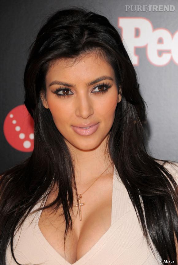 Pour la première fois en 2008, Kim Kardashian a les lèvres étrangements gonflées.