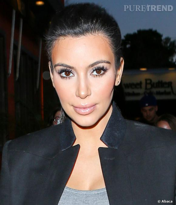Kim Kardashian a l'air d'avoir fait quelques injections. La peau a l'air comme tendue.