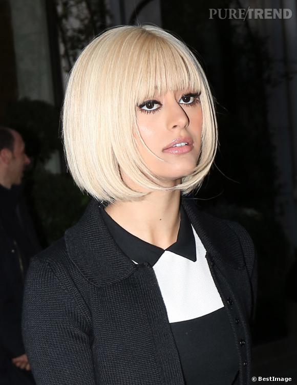 Zahia a changé de look, elle s'offre un carré blond platine.