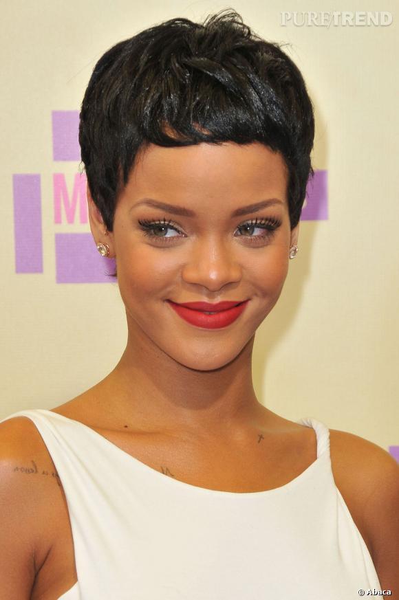 Rihanna a eu les cheveux courts de nombreuses fois mais for Coupe de cheveux de rihanna court