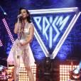 Grâce à sa robe transparente, Katy Perry reste dans le thème du prisme...