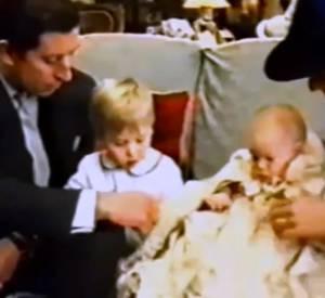 Le baptême du prince Harry, le 21 décembre 1984, 30 ans quasiment 30 ans avant celui de son neveu.