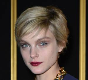 Jessica Stam adopte le style bourgeoise bling.