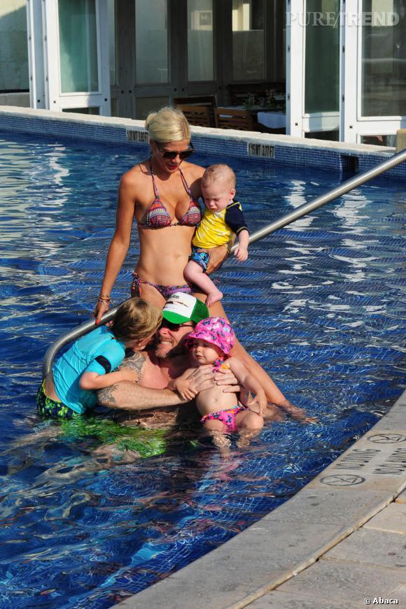 Tori Spelling racontait qu'elle avait perdu ses kilos de grossesse en nageant. Un vilain mensonge !
