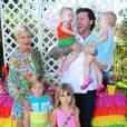 Tori Spelling et toute son adorable petite famille.