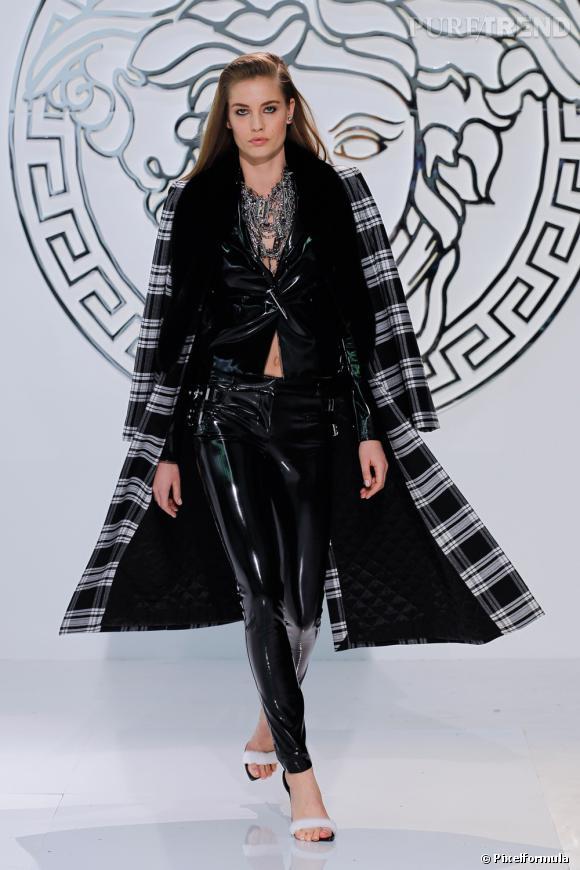 Le noir & blanc graphique, tendance vue chez Versace  Défilé Automne-Hiver 2013/2014