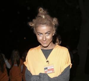 Julianne Hough et son costume qui déchaîne les passions.