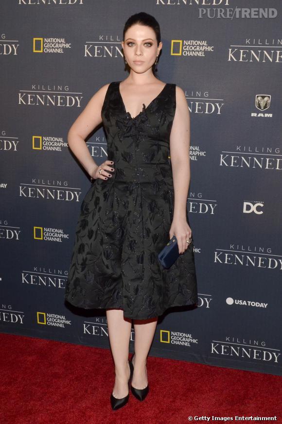 Michelle Trachtenberg, une longueur de robe idéale pour s'offrir des mollets très épais.