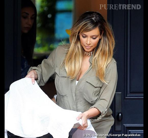 Kim Kardashian a opté pour le blond quelques semaines après son accocuhement.