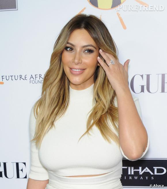Kim Kardashian est moins généreuse sur le maquillage et c'est tant mieux.