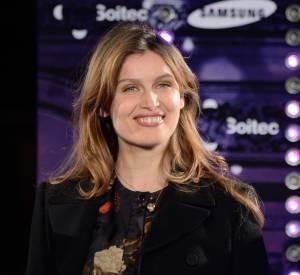 Jeudi 21 novembre, Laetitia Casta a illuminé avec grâce et élégance les Champs-Élysées.