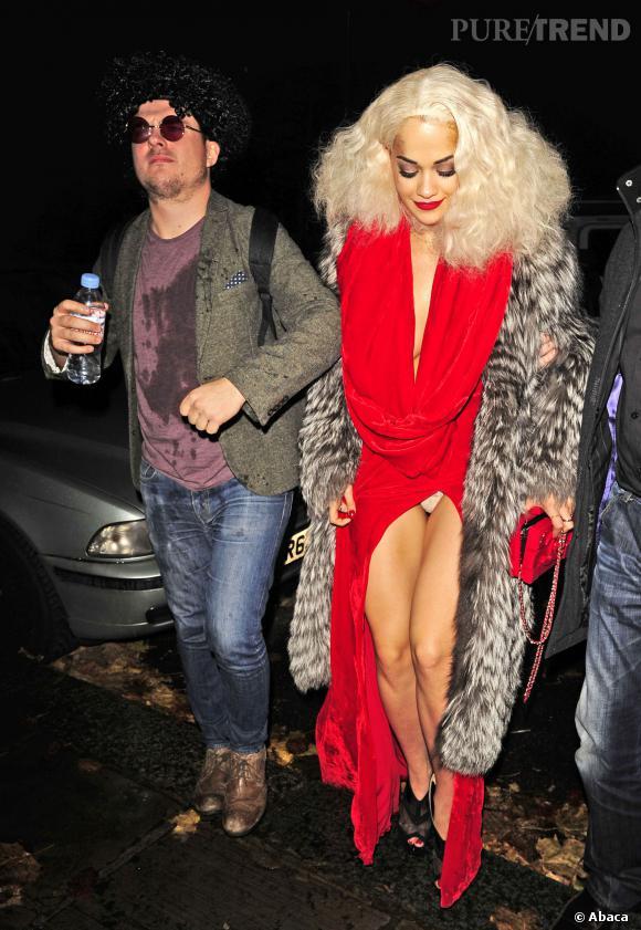 Rita Ora nous montre sa culotte, chose tout à fait normale.