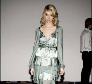 """Taylor Momsen et sa robe satinée pendant sa période """"petite fille sage""""."""