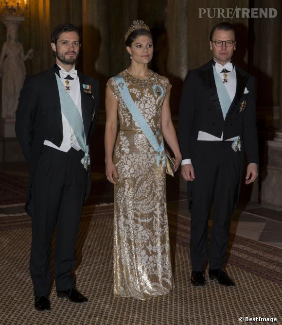 La Princesse Victoria de Suède entourée de son frère Carl Philip et de son mari le Prince Daniel lors d'un diner officiel au Palais de Stockholm.