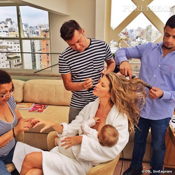Gisèle Bündchen a posté une photo d'elle pendant une séance de maquillage-manucure-coiffure, alors qu'elle allaite sa fille Vivian.