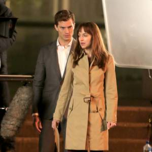 "Dakota Johnson et Jamie Dornan sur le tournage de ""50 Shades of Grey""."
