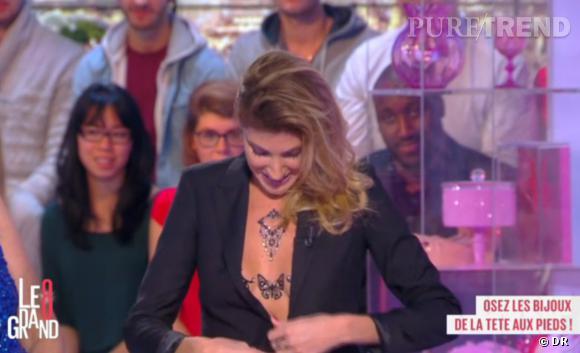 Plébiscitée par le public, Caroline Ithurbide ouvrira sa veste pour dévoiler un peu plus son soutien-gorge bijoux.
