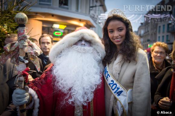 Flora Coquerel, Miss France 2014, s'offre sa première photo avec le Père Noël.