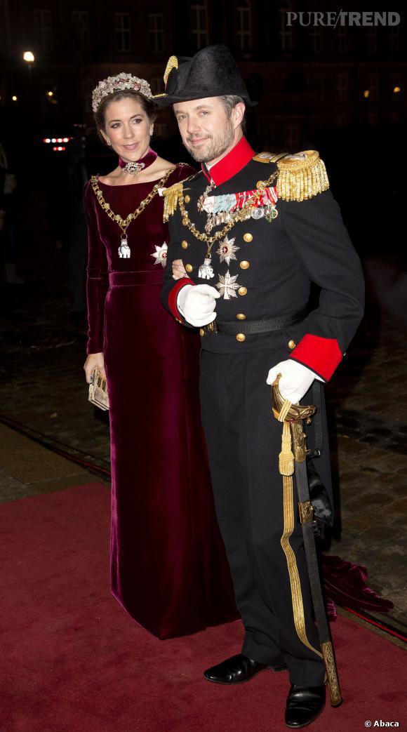La Princesse Mary du Danemark et son mari le prince héritier Frederick à la soirée du nouvel an de la famille royal au Palais Amalienborg.