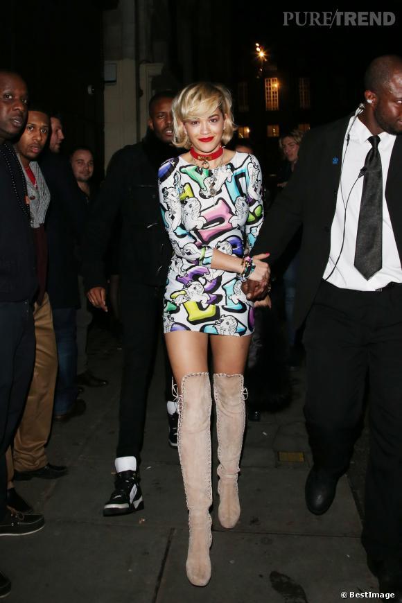 Rita Ora très discrète à la sortie du club Chinawhite à Londres.