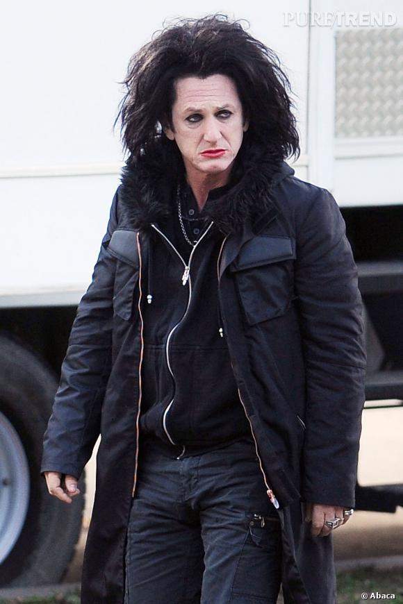 """Sean Penn n'hésite pas à s'enlaidir pour un rôle (ici dans """"This Must Be the Place""""), et ça c'est sexy."""