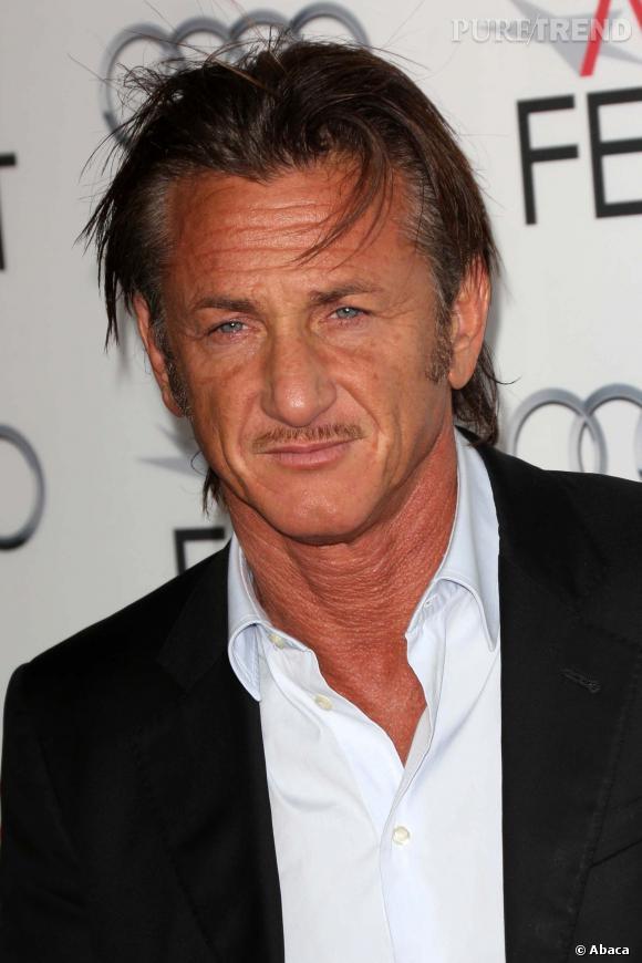 Sean Penn, éternel tombeur. Son visage buriné ne fait qu'ajouter à son charme.