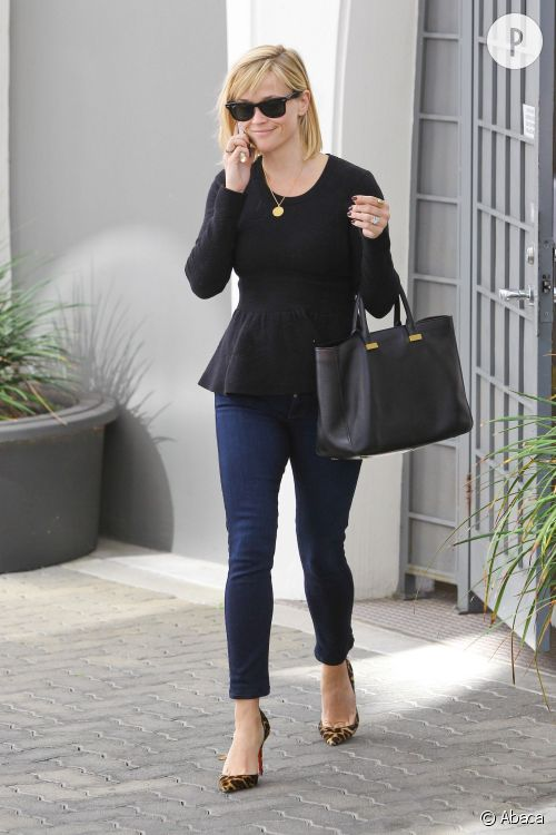 Reese Witherspoon dans une tenue très working-girl à Beverly Hills, le 15 janvier 2014.