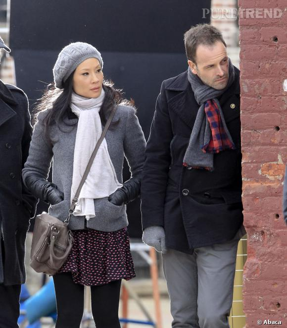 """Lucy Liu et Jonny Lee Miller en pleine enquête dans """"Elementary""""."""