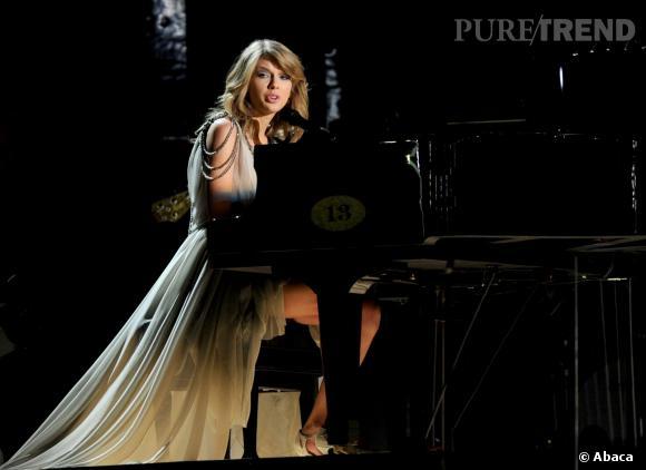 Taylor Swift chante pour les Grammy Awards 2014.