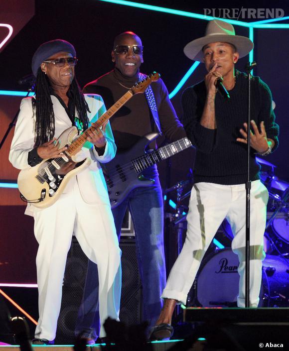Pharell Williams chante sur scène pour les Grammy Awards.