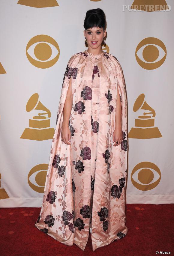 Katy Perry arborait une frange catastrophique hier soir, 27 janvier 2014. Sa coiffeuse devrait être attaquée pour crime.