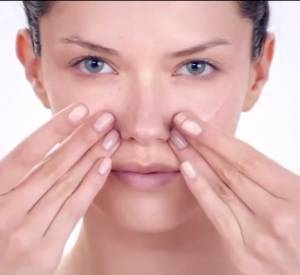 Massage anti-âge du visage by Shiseido