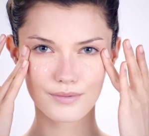 Massage du contour des yeux by Shiseido